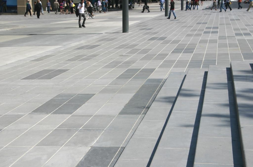 Nuances de b ton sur la place de la r publique bton design for Beton coule en place